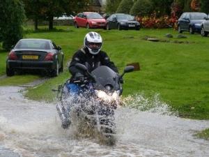 motorcycle_bikers_riding_rain