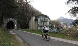 Annecy_Lake_Cyclepath_Tunnel_Cycling_Tours_©fabulouSport_IMG_2780