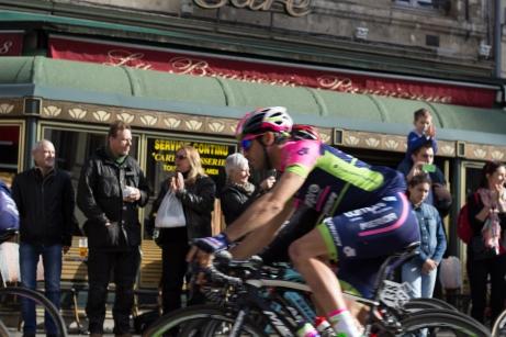 Watching a cycling race from a café @fabulouSport