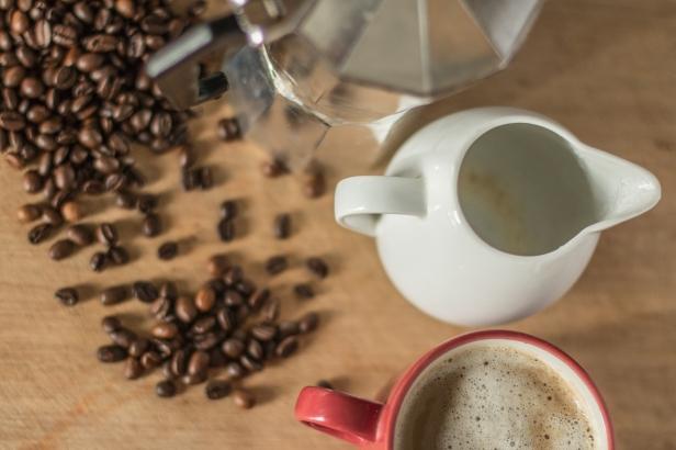 How To Make A Homemade Italian Cappuccino Using A Moka Coffee Pot
