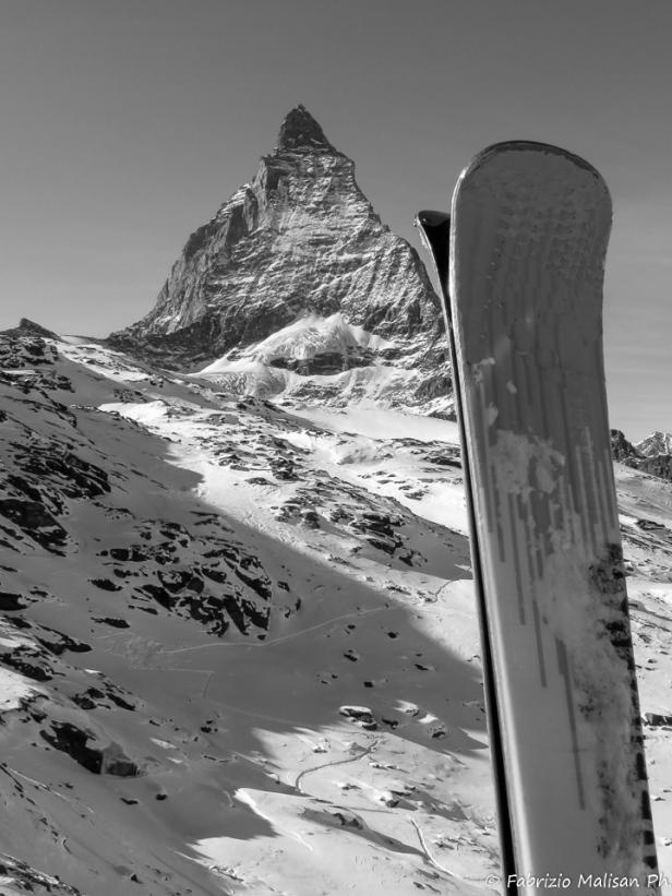Skiing by the Matterhorn mountain peak in Zermatt Switzerland - Fabulous Outdoors blog by @fabulouSport